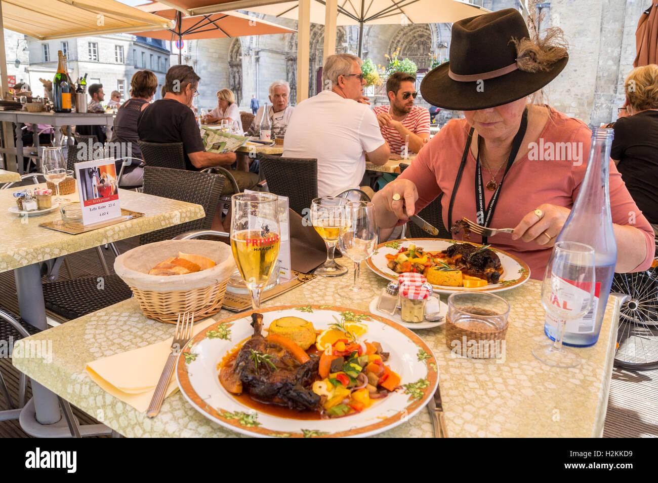 a-woman-eating-canard-lorange-le-parvis-brasserie-restaurant-laon-H2KKD9.jpg