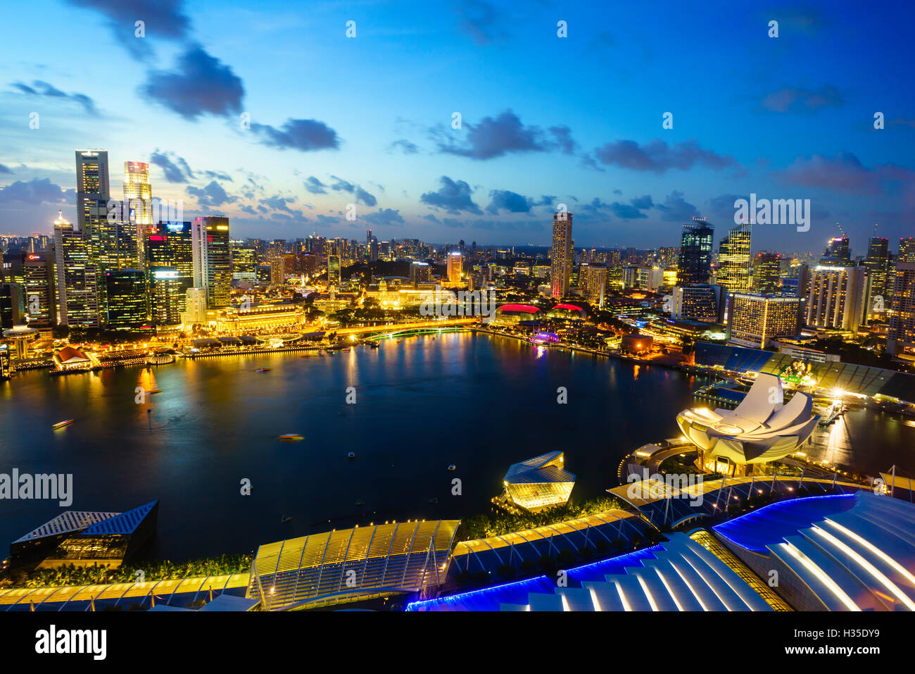 The towers of the Central Business District and Marina Bay at dusk, Singapore - Stock Image