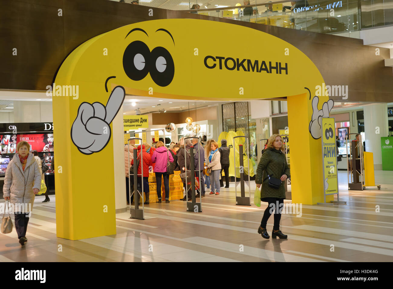 St. Petersburg, Russia, 5th October, 2016. People in the Stockmann department store during Crazy Days. Stockmann Stock Photo
