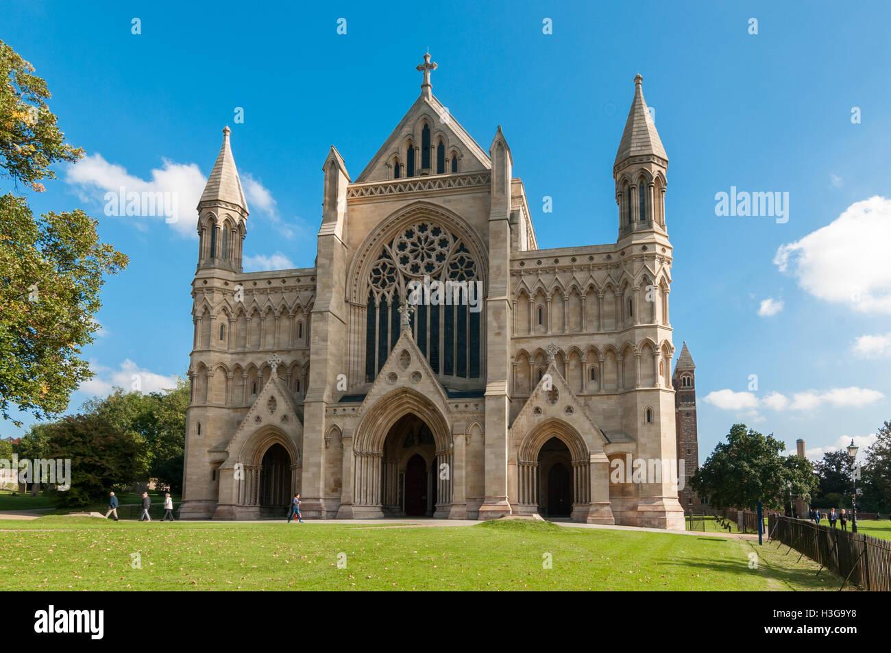 st-albans-cathedral-united-kingdom-H3G9Y8.jpg