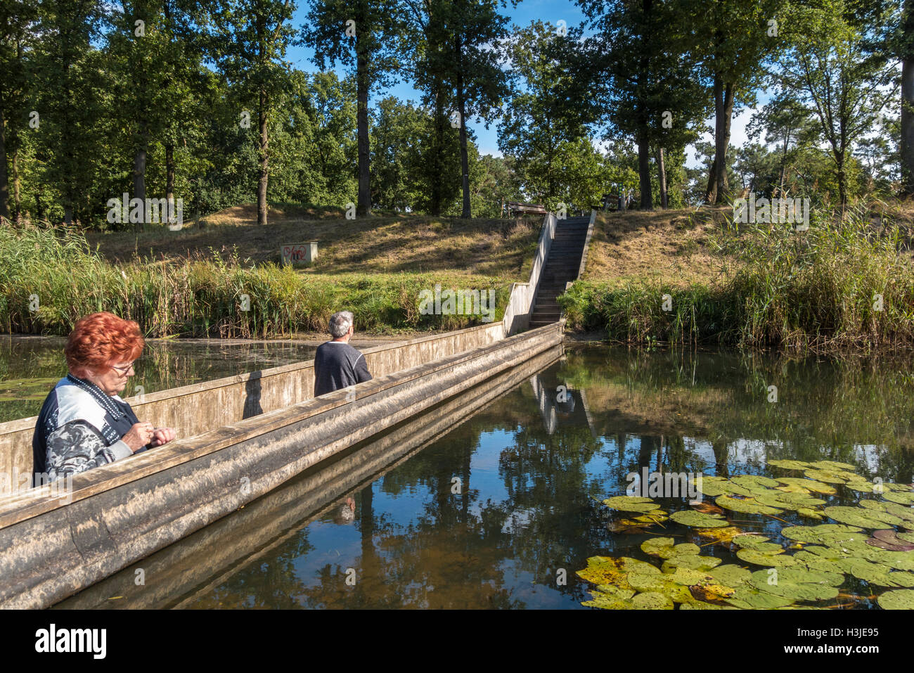 https://c7.alamy.com/comp/H3JE95/moses-bridge-netherlands-H3JE95.jpg