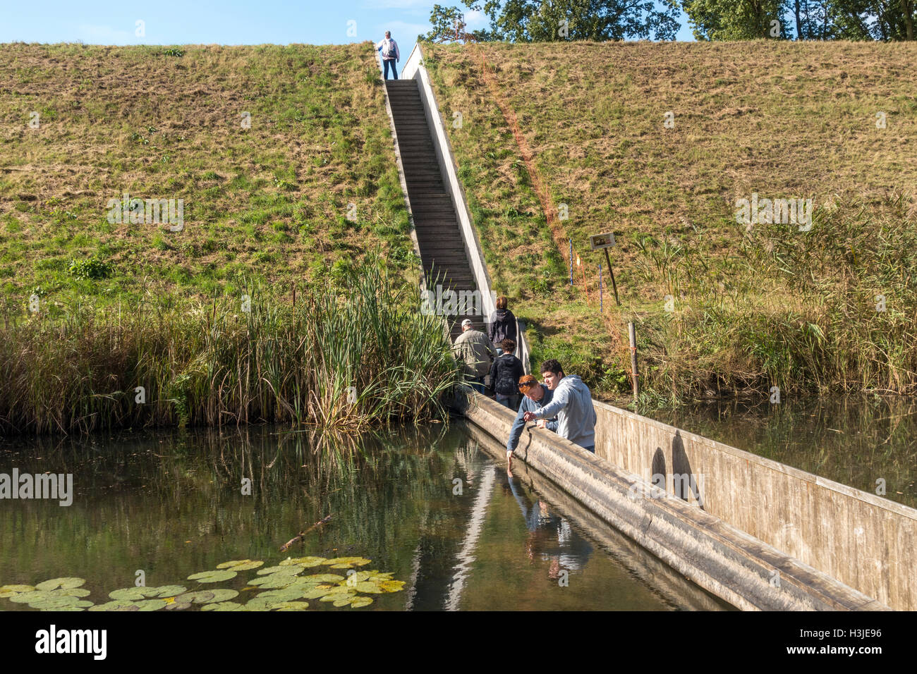 https://c7.alamy.com/comp/H3JE96/moses-bridge-netherlands-H3JE96.jpg