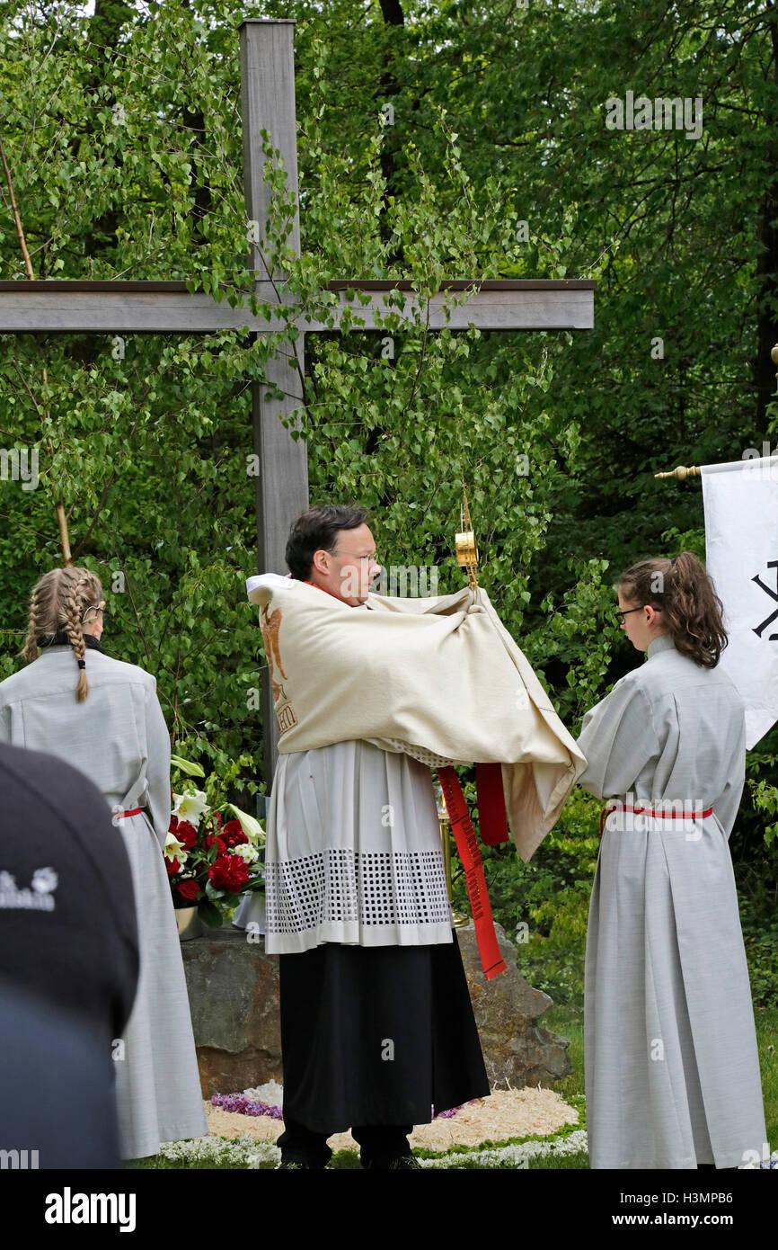 priest serving mass during Whitsun procession, Neuenkleusheim, Olpe, Sauerland, North Rhine-Westfalia, Germany - Stock Image