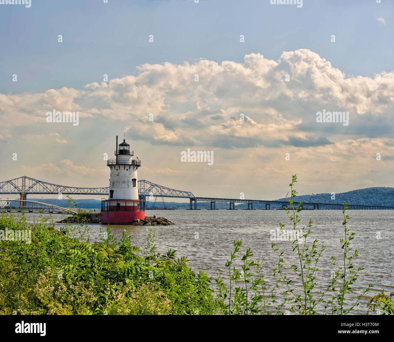 tarrytown-lighthouse-aka-kingsland-point-lighthouse-aka-sleepy-hollow-H3T70M.jpg