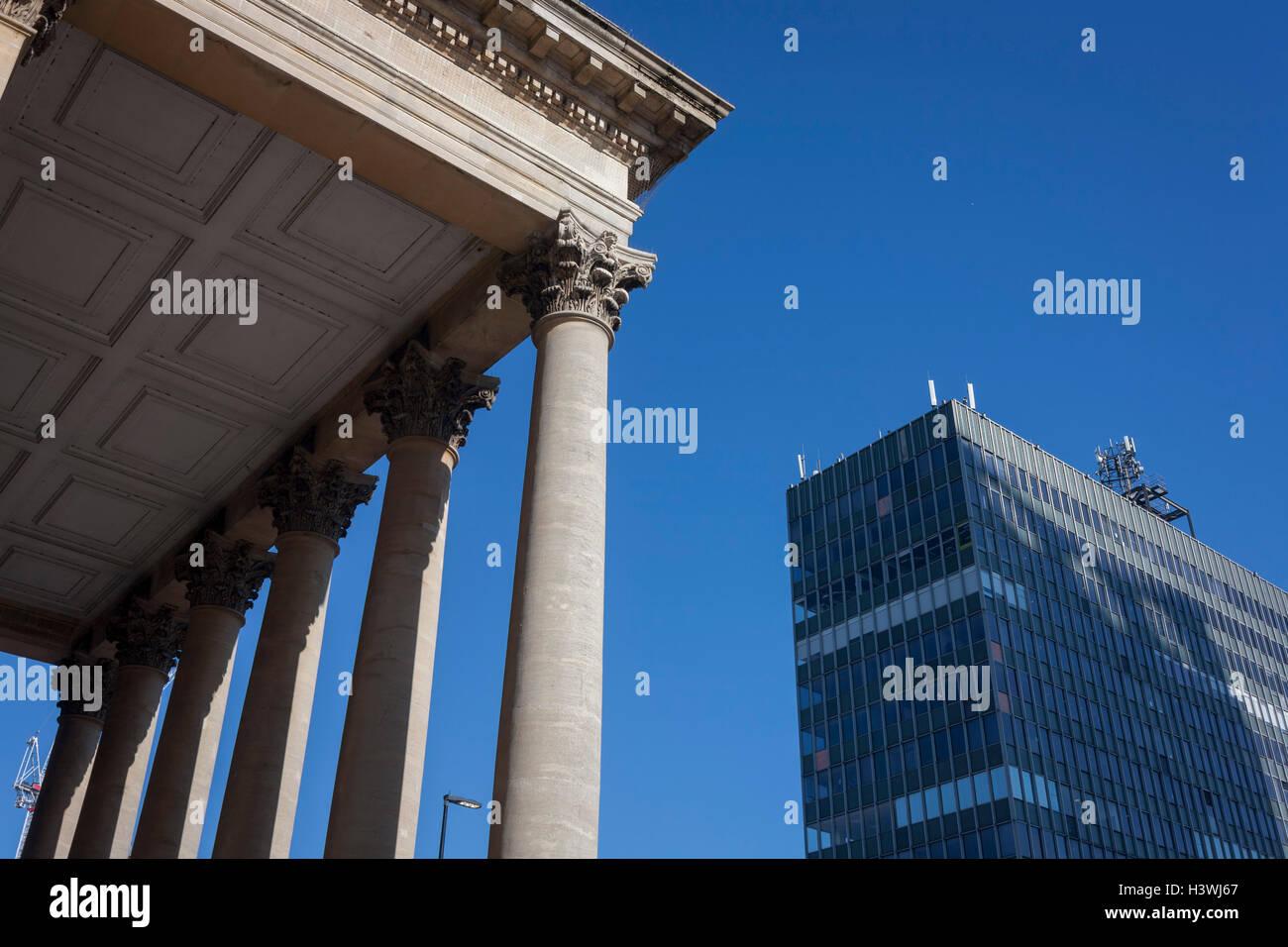 neo-roman-corinthian-topped-columns-of-t