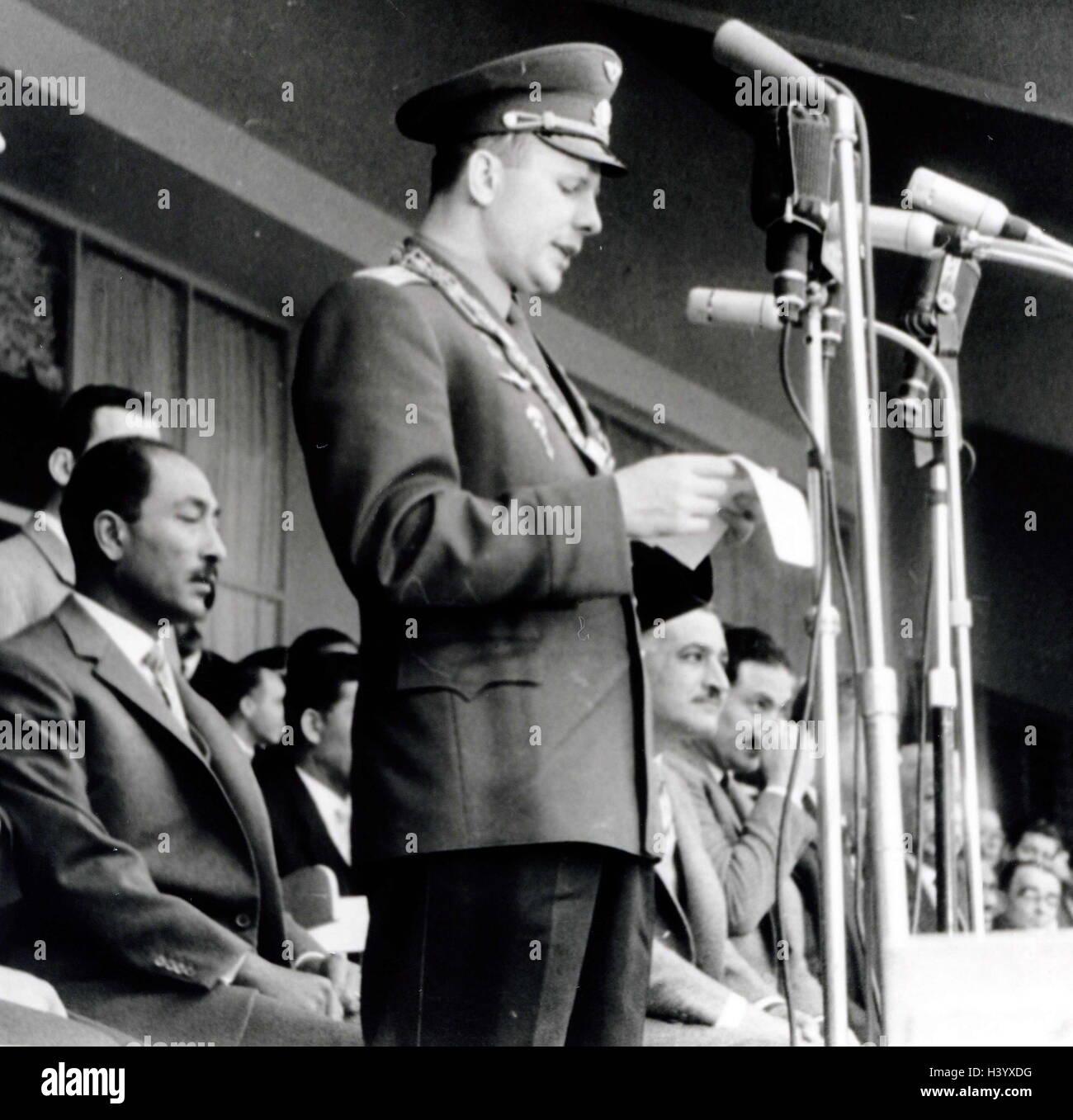 Photograph of Yuri Gagarin, Gamal Abdel Nasser and Anwar El Sadat in a stadium in Cairo - Stock Image