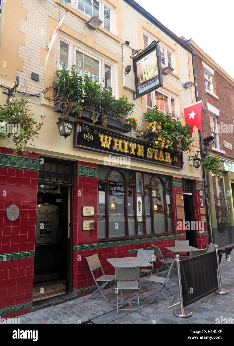 pubs,bar,bars,famous,Cavern,walks,walk,drinking,boozer,beer,beers,ale,Liverpool,Beatle,Victorian,historic,shipping,company,line,CAMRA,Beatles,club,Quinns,Quinns2,Cavern Walks,city centre,White Star Line,White Star,Bob Wooler,Alan Williams,Liverpool Pubs,GoTonySmith,@HotpixUK,Tony,Smith,UK,GB,Great,Britain,United,Kingdom,English,British,England,Buy Pictures of,Buy Images Of,Images of,Stock Images,Tony Smith,United Kingdom,Great Britain,British Isles