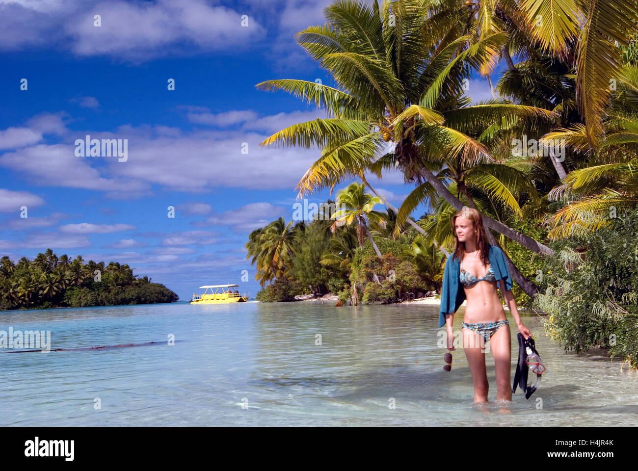 girl on one foot island, aitutaki, cook islands stock photo
