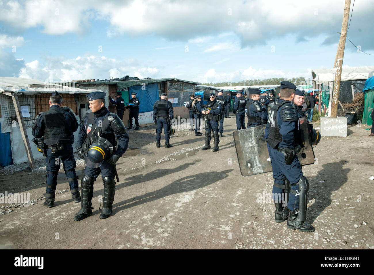 French police demolished the camp of migrants in Paris 85