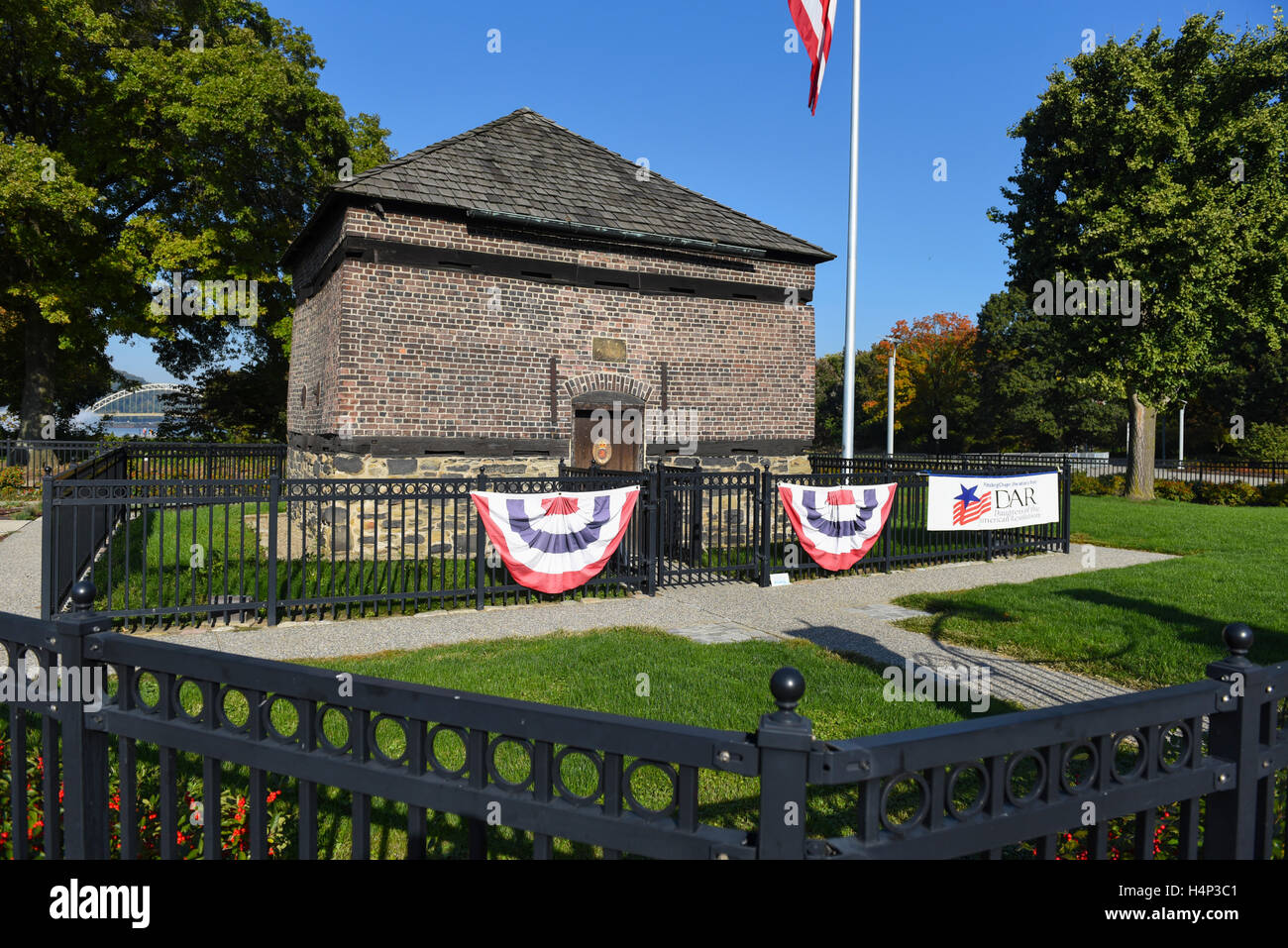 usa-pittsburgh-pa-pennsylvania-fort-pitt-blockhouse-in-point-state-H4P3C1.jpg