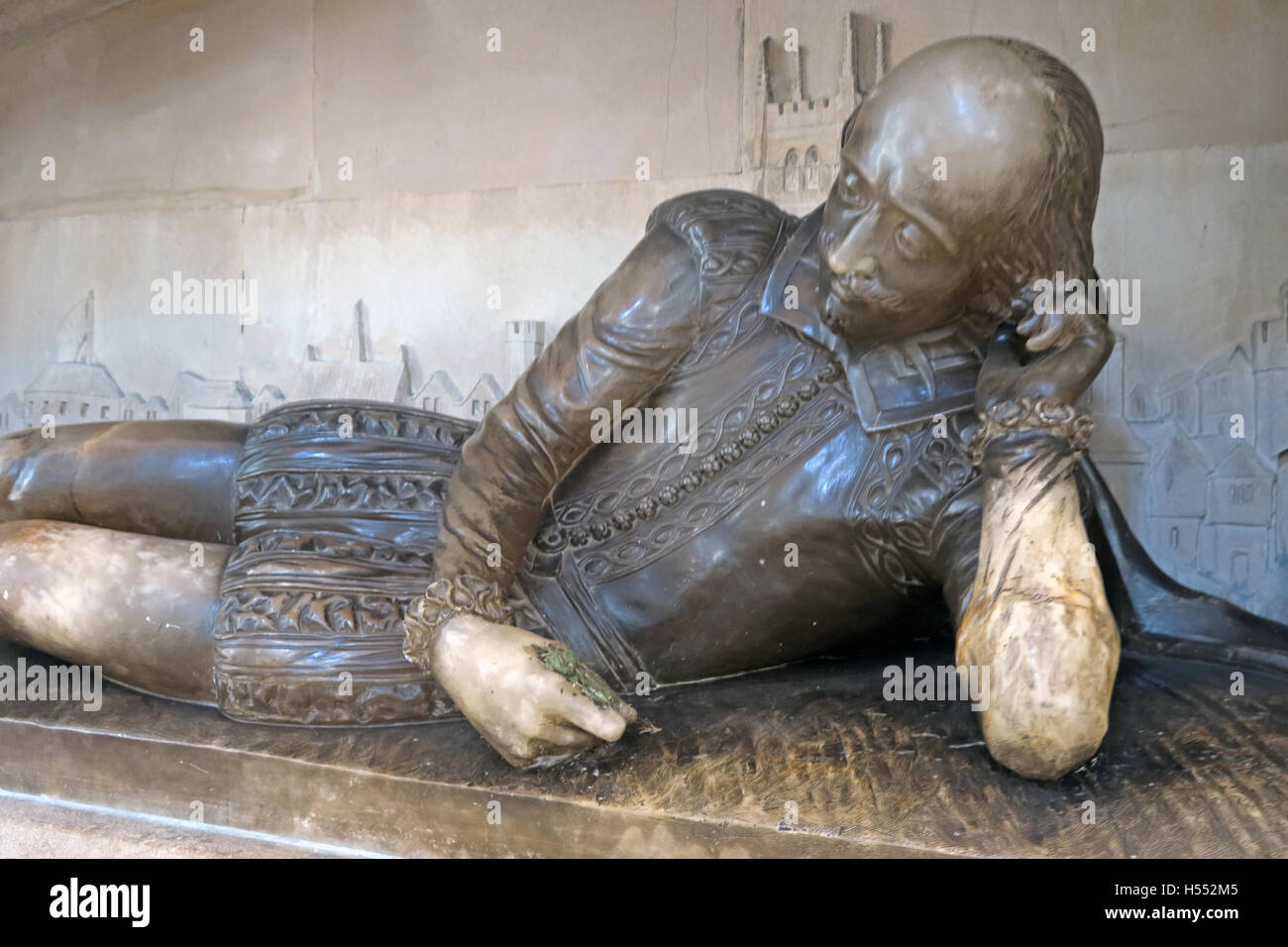 London,River,Thames,Play,plays,author,alabaster,holding,a,quill,reclining,famous,play,plays,playwright,religion,religious,sacred,dirty,city,centre,zone1,zone,one,1,William Shakespeare,William Shakespeare statue,Southwark Cathedral,city centre,GoTonySmith,@HotpixUK,Tony,Smith,UK,GB,Great,Britain,United,Kingdom,English,British,England,tourist,travel,tourists,tourism,Buy Pictures of,Buy Images Of,Images of,Stock Images,Tony Smith,United Kingdom,Great Britain,British Isles