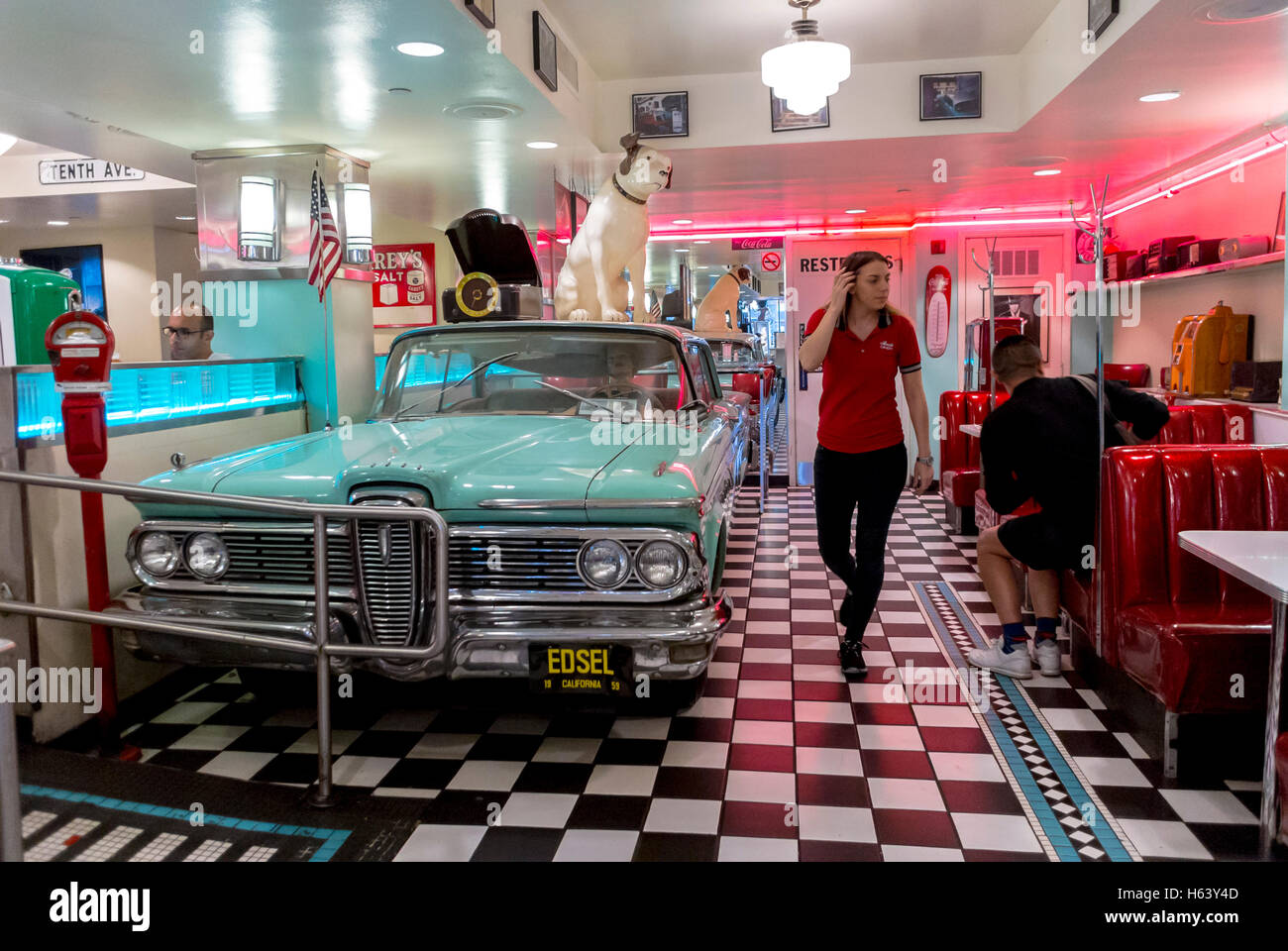 san francisco ca usa waitress walking inside lori 39 s american diner stock photo 124247661 alamy. Black Bedroom Furniture Sets. Home Design Ideas