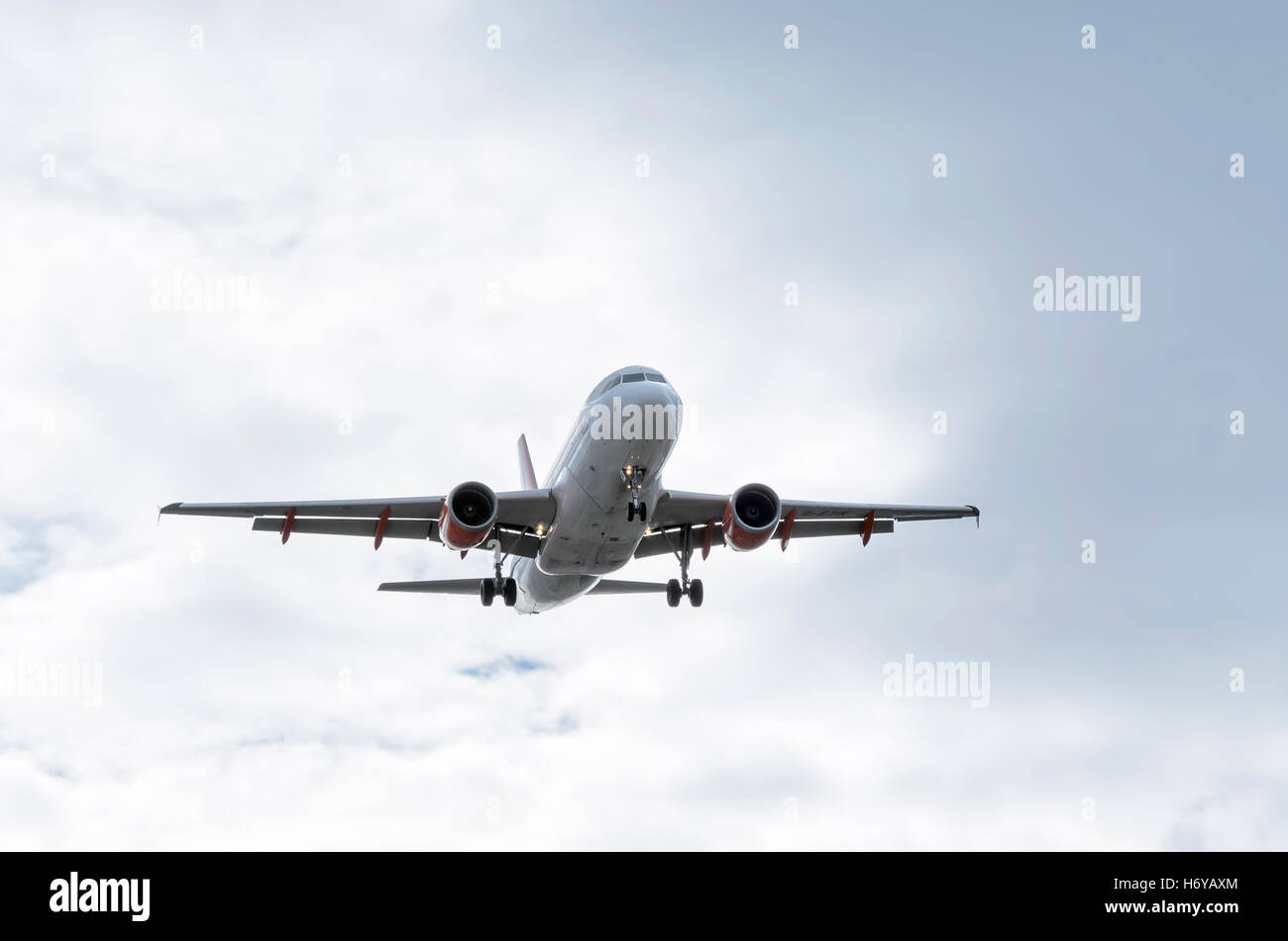Aircraft -Airbus A319-, of -EasyJet- airline, landing in Madrid-Barajas (Adolfo Suarez) airport (Spain) - Stock Image