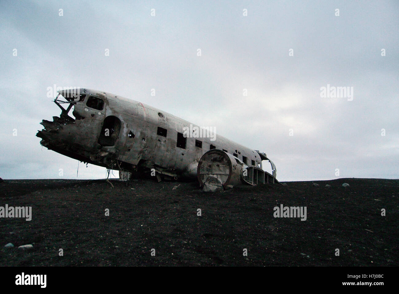 crashed DC10 plane on beach in Iceland - Stock Image