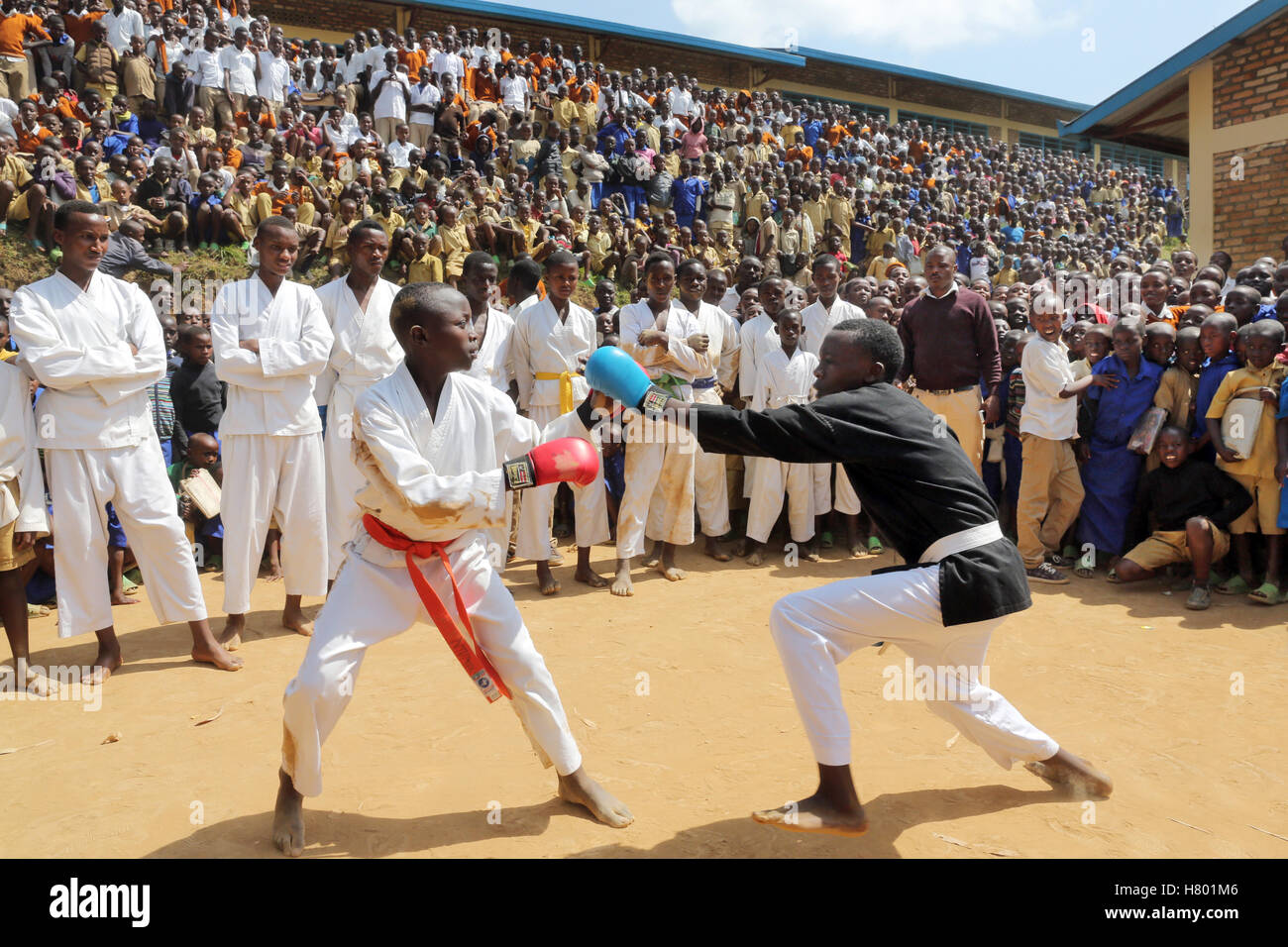 Boxing performances of refugee children from the Congo in front of the school in the UNHCR Kigeme refugee camp. - Stock Image