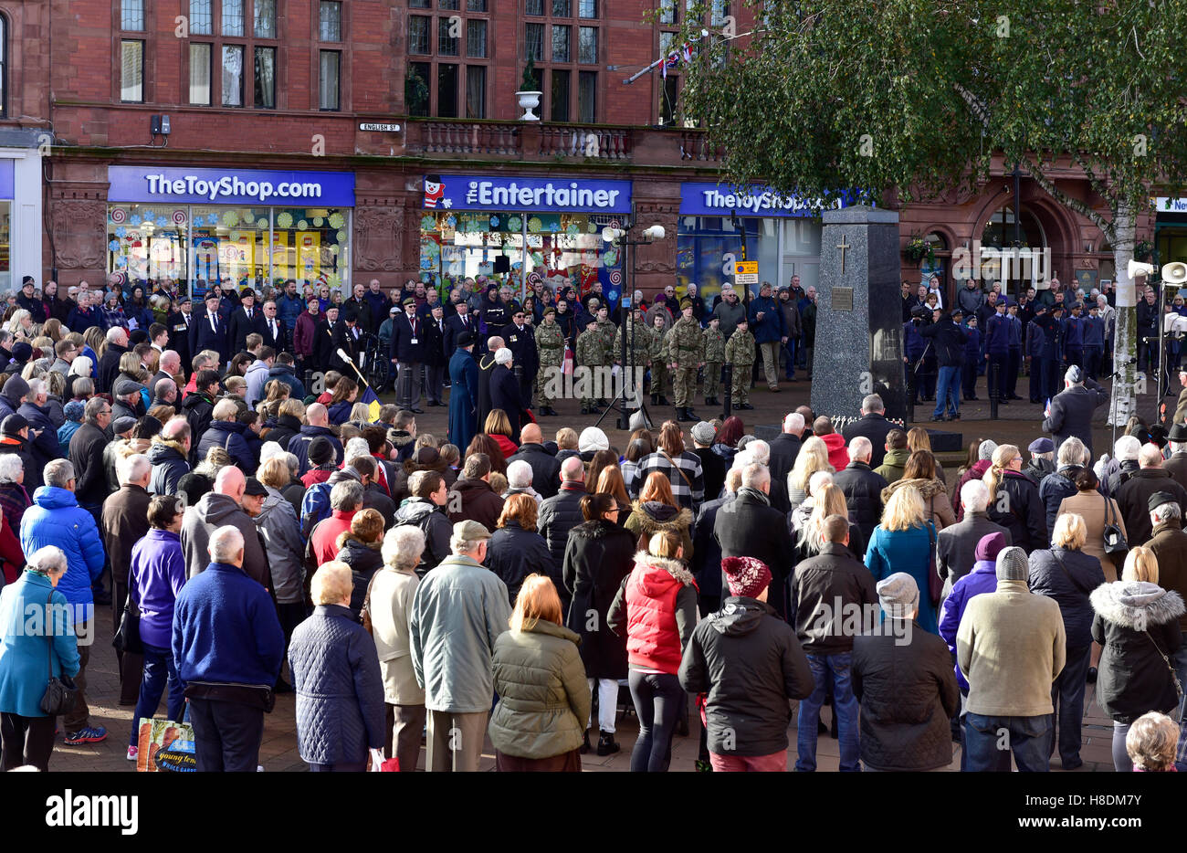Carlisle, UK. 11th Nov, 2016. Armistice Day in Carlisle, Cumbria. People observe the two minutes silence as they - Stock Image