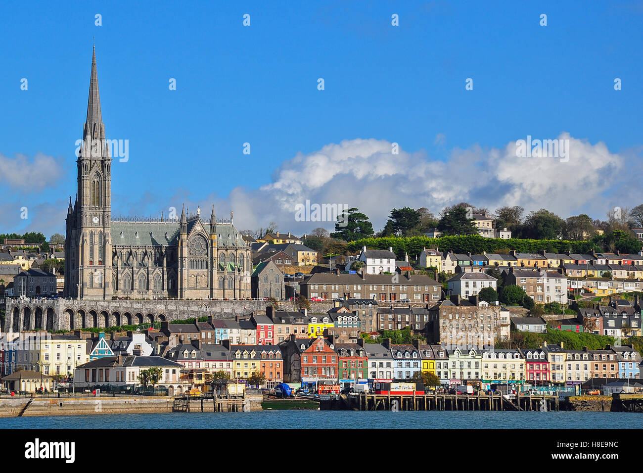 st-colmans-cathedral-towers-above-the-coastal-town-of-cobh-formerly-H8E9NC.jpg
