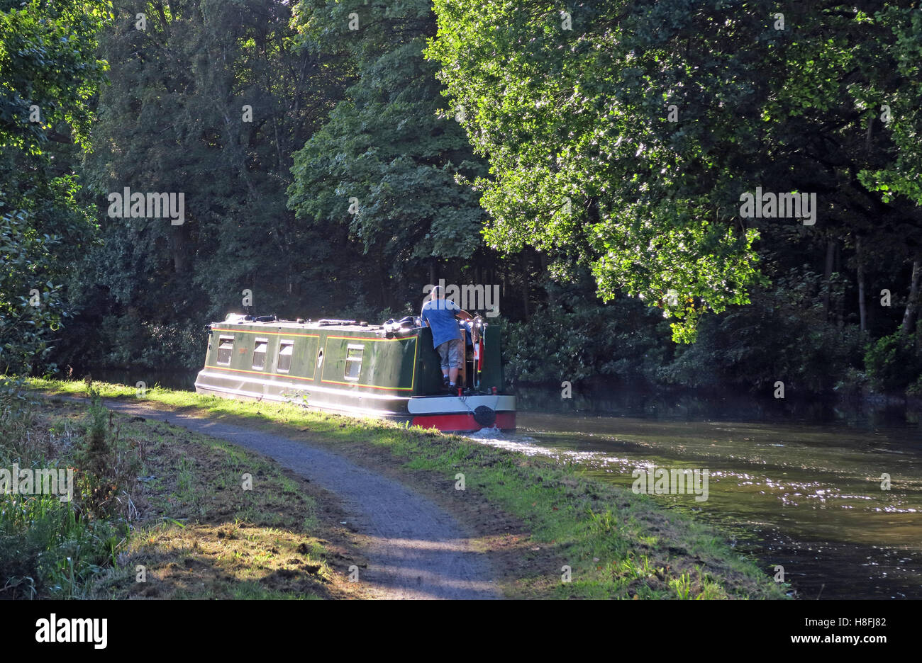 country,countryside,travel,tourism,tourist,walk,walking,cycle,track,trees,leisure.beautiful,still,reflections,Cheshire,England,UK,path,tow,towpath,NW,north,west,Halton,Narrowboat,in,distance,sailing,green,Cycle Track,sailing on the canal,GoTonySmith,@HotpixUK,Tony,Smith,UK,GB,Great,Britain,United,Kingdom,English,British,England,problem,with,problem with,issue with,Buy Pictures of,Buy Images Of,Images of,Stock Images,Tony Smith,United Kingdom,Great Britain,British Isles,Runcorn Canal,Runcorn Bridgewater Canal,Bridgewater Canal Halton