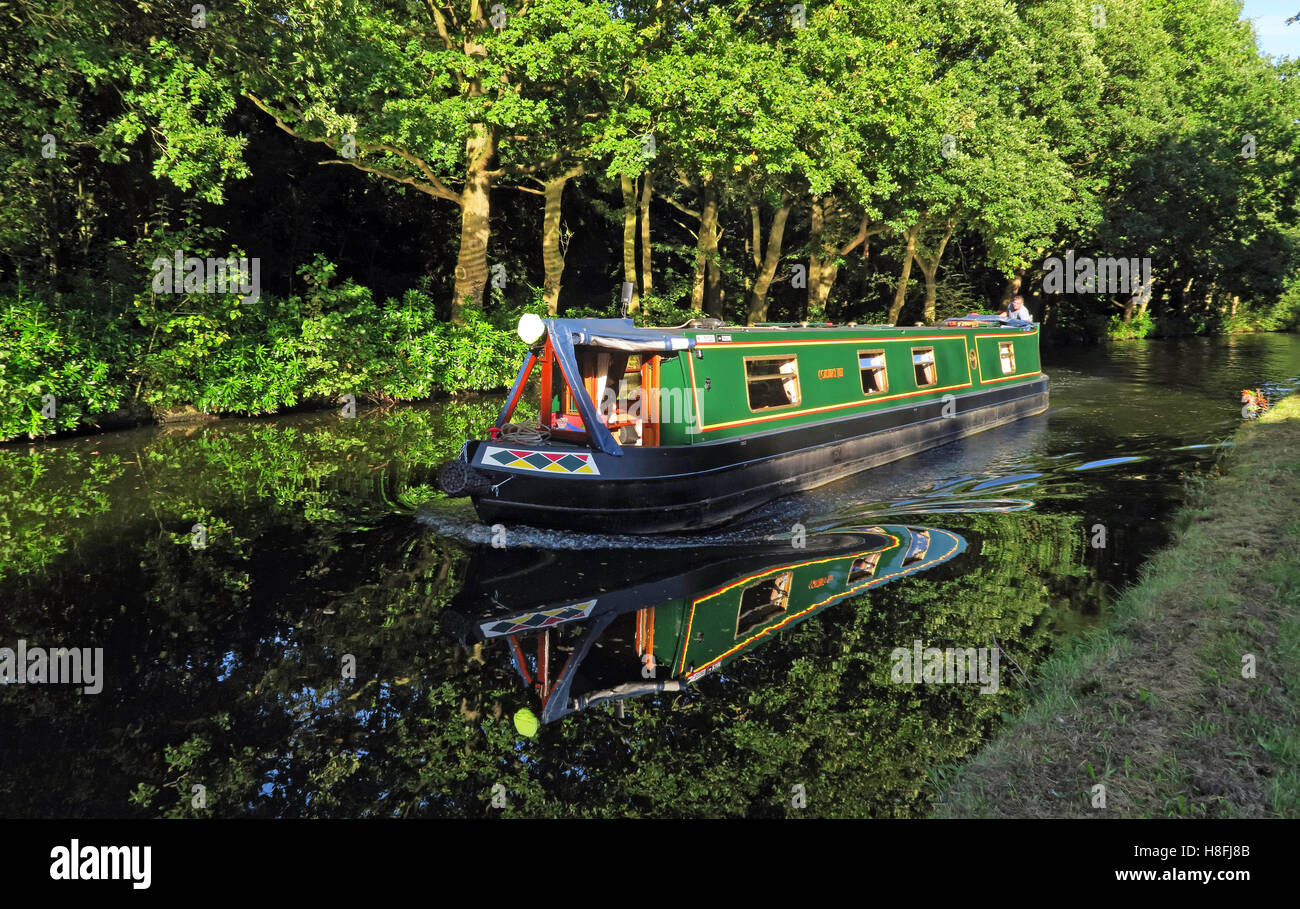 country,countryside,travel,tourism,tourist,walk,walking,cycle,track,trees,leisure.beautiful,still,reflections,Cheshire,England,UK,path,tow,towpath,NW,north,west,Halton,narrow,boat,narrowboat,leisure,reflection,holiday,green,Cycle Track,GoTonySmith,@HotpixUK,Tony,Smith,UK,GB,Great,Britain,United,Kingdom,English,British,England,problem,with,problem with,issue with,Buy Pictures of,Buy Images Of,Images of,Stock Images,Tony Smith,United Kingdom,Great Britain,British Isles,Runcorn Canal,Runcorn Bridgewater Canal,Bridgewater Canal Halton