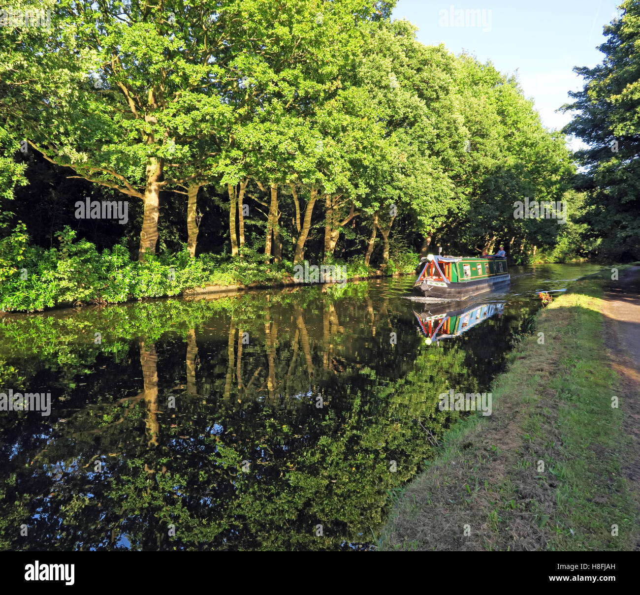 country,countryside,travel,tourism,tourist,walk,walking,cycle,track,trees,leisure.beautiful,still,reflections,Cheshire,England,UK,path,tow,towpath,NW,north,west,Halton,barge,boat,hire,hireboat,hireboats,sail,sailing,pleasure,green,Cycle Track,GoTonySmith,@HotpixUK,Tony,Smith,UK,GB,Great,Britain,United,Kingdom,English,British,England,problem,with,problem with,issue with,Buy Pictures of,Buy Images Of,Images of,Stock Images,Tony Smith,United Kingdom,Great Britain,British Isles,Runcorn Canal,Runcorn Bridgewater Canal,Bridgewater Canal Halton