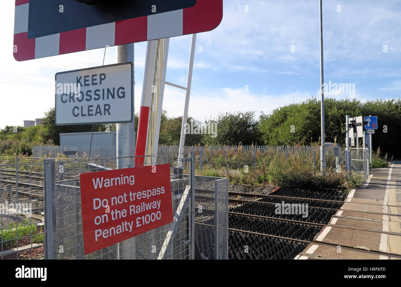 with,barriers,barrier,accident,fatal,danger,dangerous,fine,penalty,fines,penalties,rail,railway,track,side,trackside,Pway,permanent,way,sign,signs,keep,clear,open,raised,goods,Ferry,Tavern,trespass,Network,BR,Level crossing,Track side,Permanent Way,keep crossing clear,Ferry Tavern,GoTonySmith,@HotpixUK,Tony,Smith,UK,GB,Great,Britain,United,Kingdom,English,British,England,problem,with,problem with,issue with,Buy Pictures of,Buy Images Of,Images of,Stock Images,Tony Smith,United Kingdom,Great Britain,British Isles