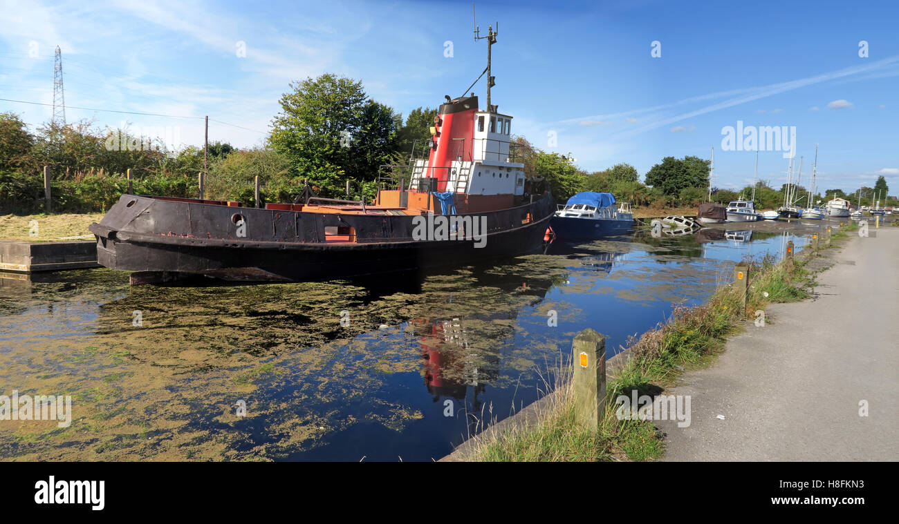GoTonySmith,@HotpixUK,Tony,Smith,UK,GB,Great,Britain,United,Kingdom,English,British,England,problem,with,problem with,issue with,Buy Pictures of,Buy Images Of,Images of,Stock Images,Tony Smith,United Kingdom,Great Britain,British Isles,Canal tug,tug,boat,sunshine,at,Cheshire,water,old,heritage,Fiddlers Ferry,sail,sailing,club,dock