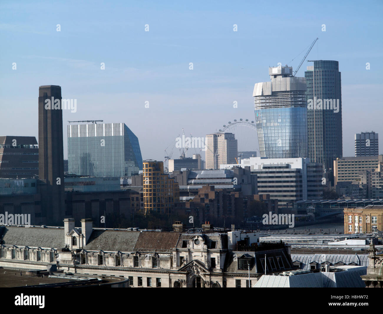 London:  Tate Modern, London Eye, OXO Tower, Royal Festival Hall, National Theatre and British Film Institute on - Stock Image