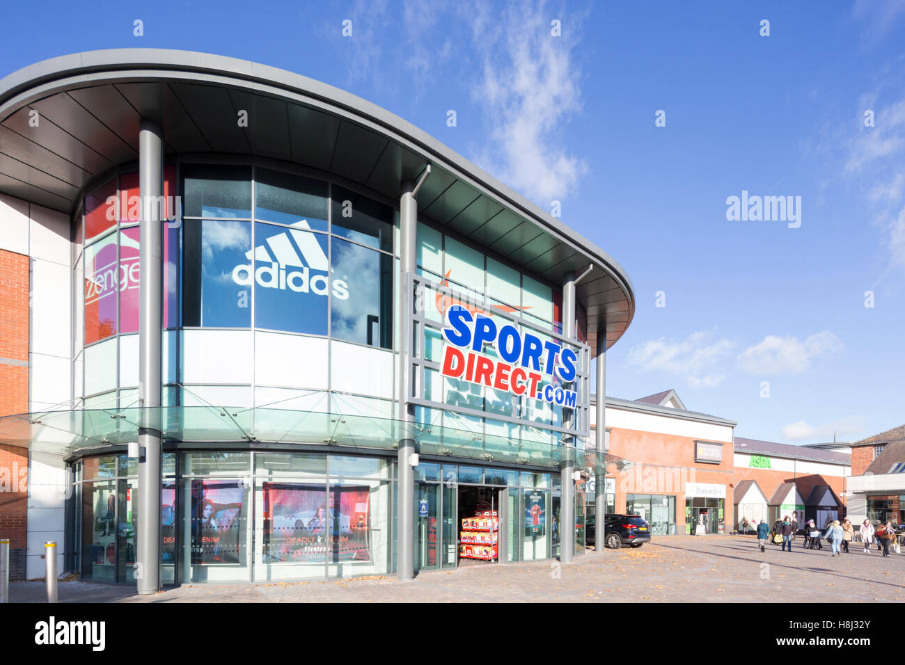 sports direct england stock photos sports direct england stock images alamy. Black Bedroom Furniture Sets. Home Design Ideas