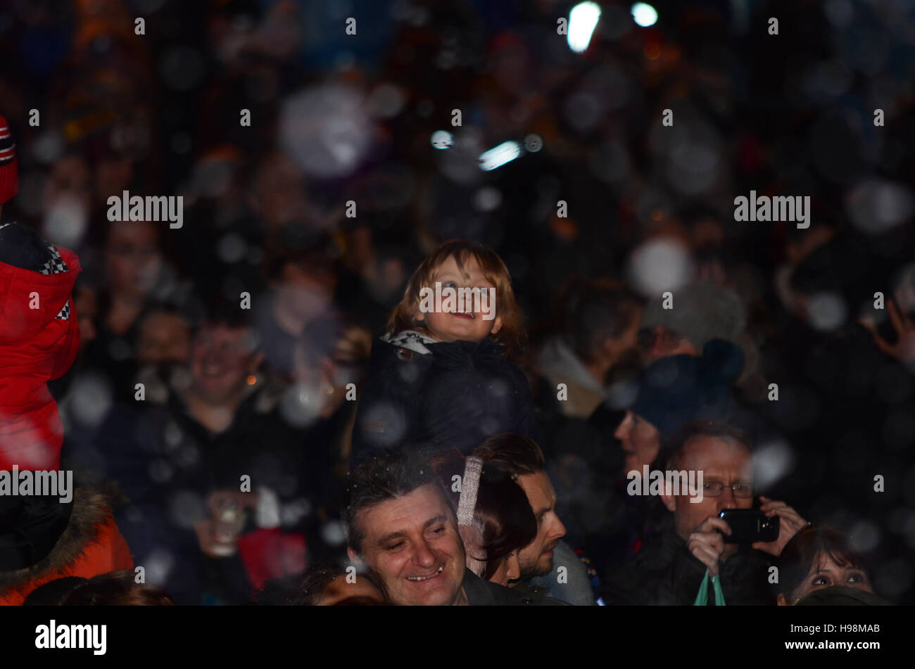 christmas-lights-switch-on-event-in-southend-accompanied-by-snow-machines-H98MAB.jpg