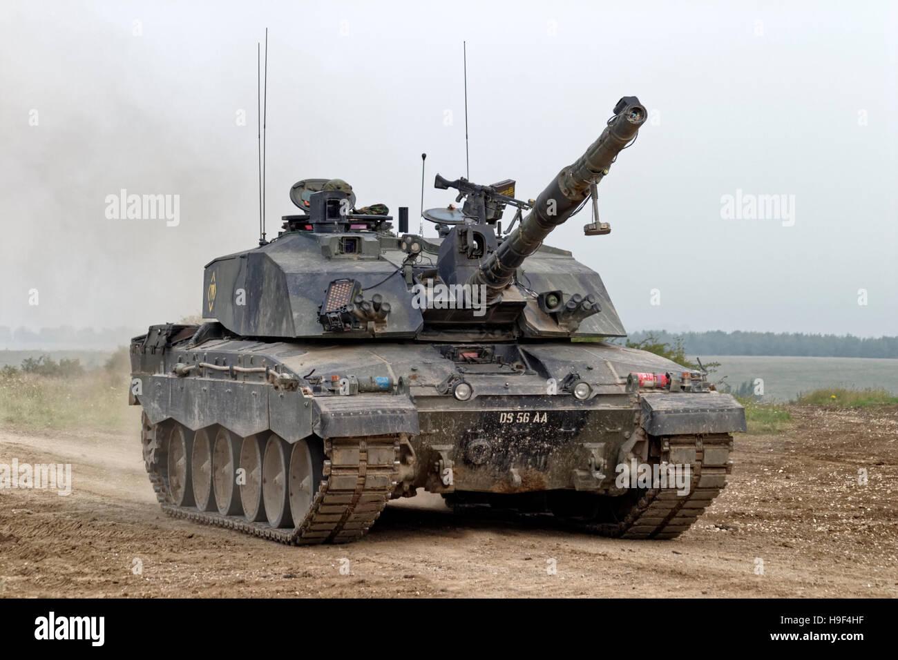 https://c7.alamy.com/comp/H9F4HF/british-army-challenger-2-main-battle-tank-on-the-salisbury-plain-H9F4HF.jpg