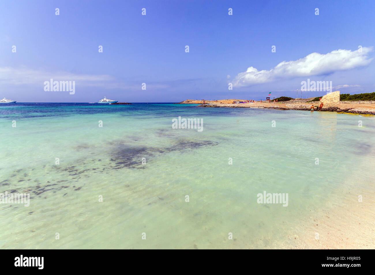 playa de ses illetes formentera holidays