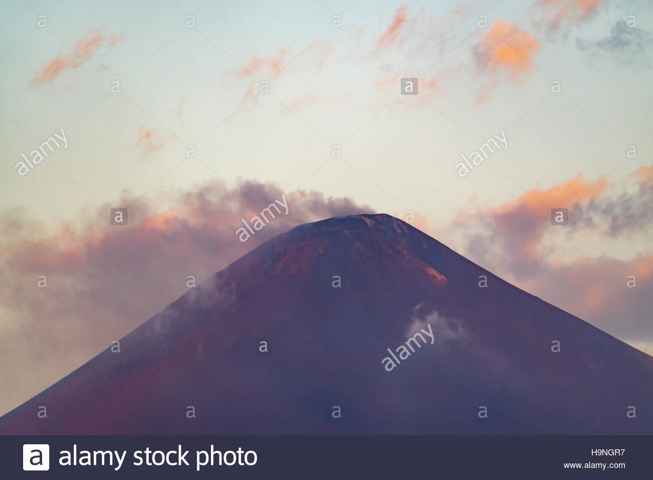 peak-of-volcan-momotombo-showing-recent-