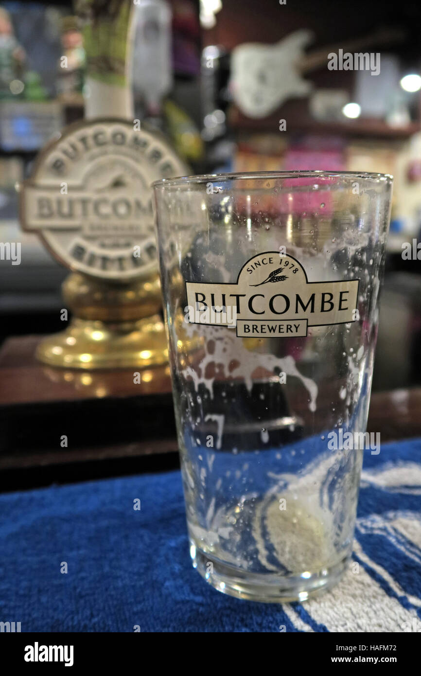 beer,bar,pub,pubs,bars,Somerset,Bridgwater,Bridgewater,rural,country,brewing,brewers,glass,foam,indoors,inside,Cask Marque,cask,Marque,process,drinker,Bridgwater,Bridgewater,Butcombe Brewery,GoTonySmith,@HotpixUK,Tony,Smith,UK,GB,Great,Britain,United,Kingdom,English,British,England,Buy Pictures of,Buy Images Of,Images of,Stock Images,Tony Smith,United Kingdom,Great Britain,British Isles,Buy photo of