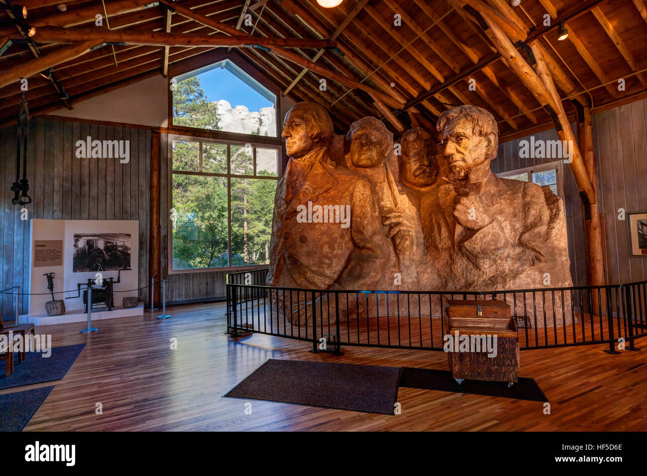 https://c7.alamy.com/comp/HF5D6E/mount-rushmore-national-memorial-view-on-mount-rushmore-from-the-sculptors-HF5D6E.jpg