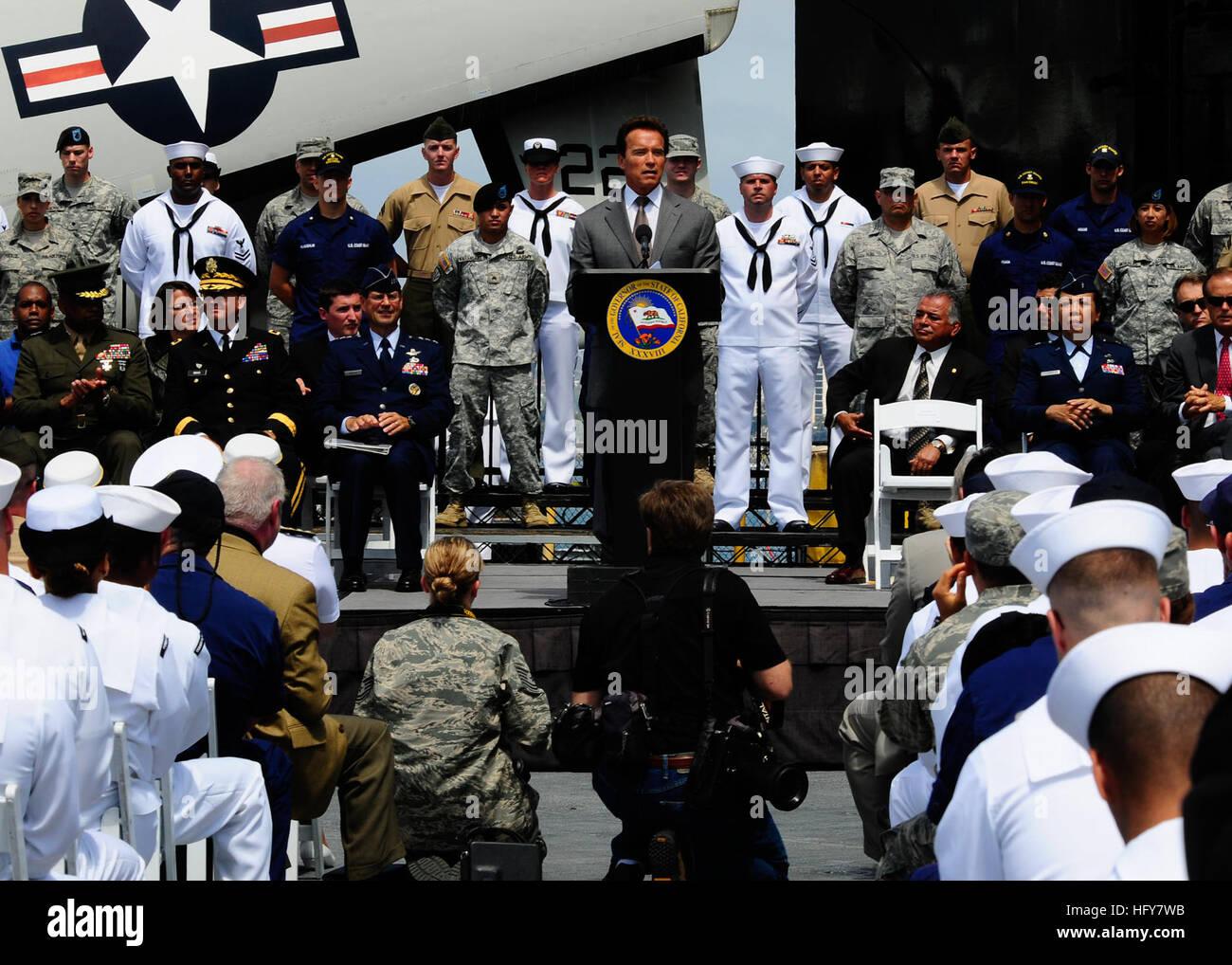 100603-N-8607R-071 SAN DIEGO (June 3, 2010) California Governor Arnold Schwarzenegger addresses veterans aboard - Stock Image