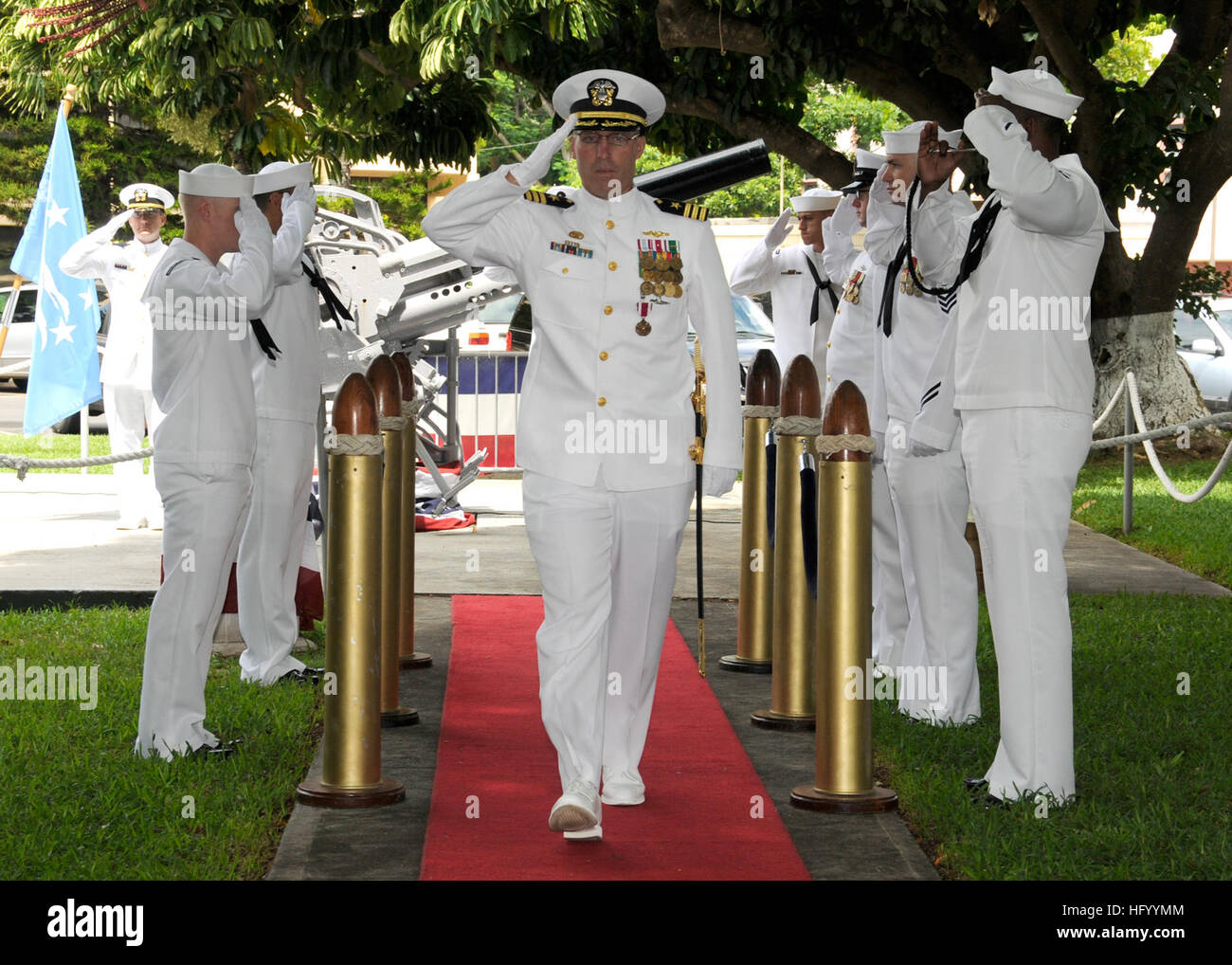 110729-N-UK333-127 JOINT BASE PEARL HARBOR-HICKAM (July 29, 2011) Cmdr. Robert Gaucher is piped ashore during a Stock Photo