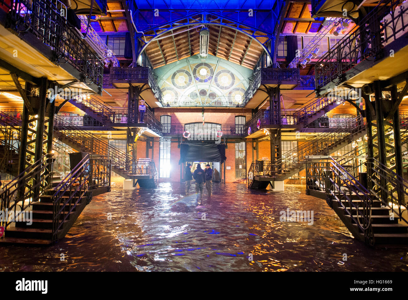 Hamburg, Germany. 4th Jan, 2017. The fish auction hall of the fish market is under water during a storm tide in Stock Photo
