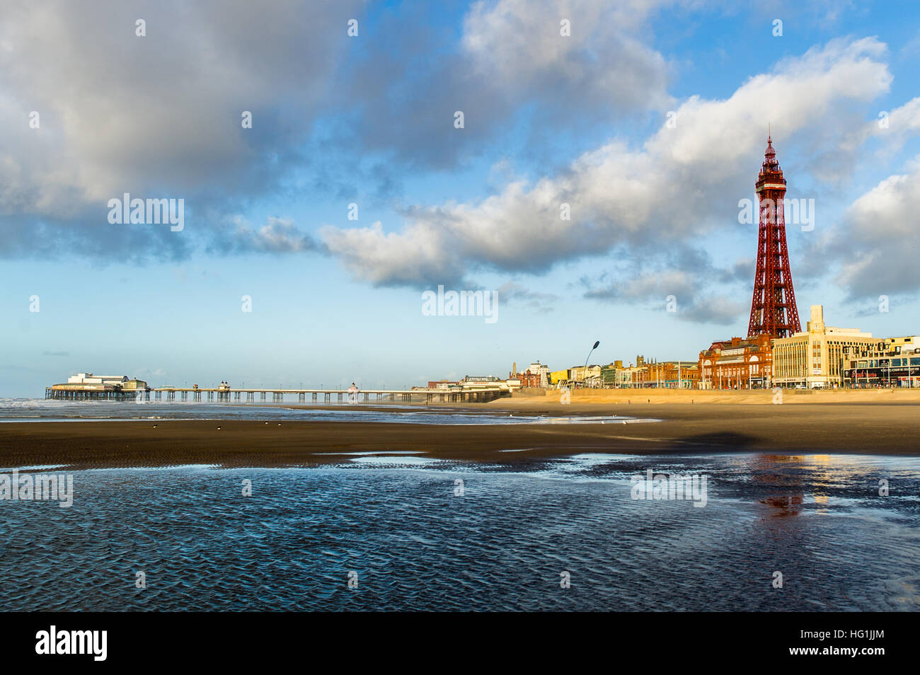 blackpool-tower-north-pier-and-beach-in-blackpool-lancashire-uk-with-HG1JJM.jpg