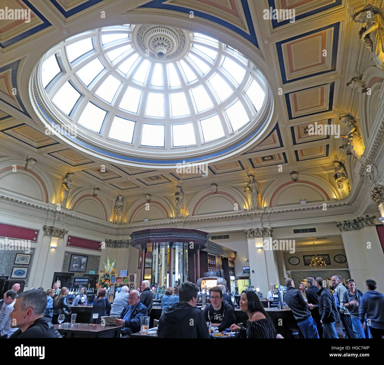 GoTonySmith,@HotpixUK,Tony,Smith,UK,GB,Great,Britain,United,Kingdom,Scotish,Scottish,Scotch,British,Alba,problem,with,problem with,Stock Images,Tony Smith,United Kingdom,Great Britain,British Isles,centre,city centre,urban,Counting House,Pub,Wetherspoon,ceiling,window,stained glass,G1,G1 2DH,Bank of Scotland,Ruchead,architect,building