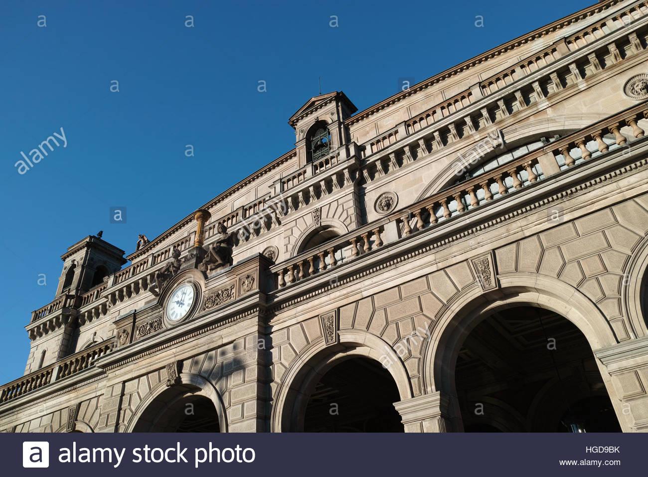 zurich-hauptbahnhof-railway-station-faca