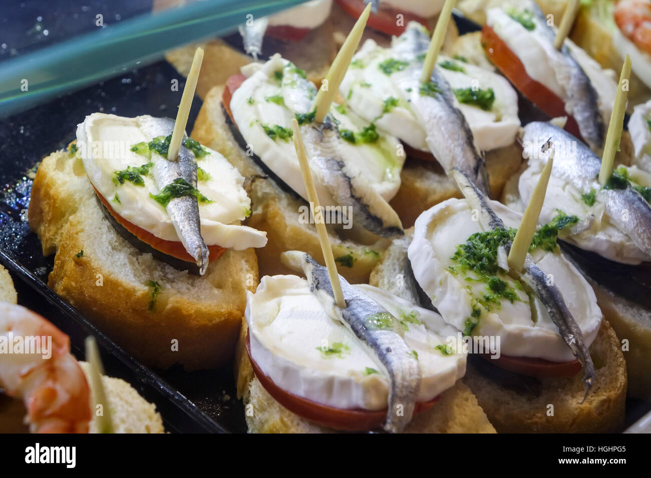 tapas-on-display-in-glass-cases-on-spanish-bar-HGHPG5.jpg
