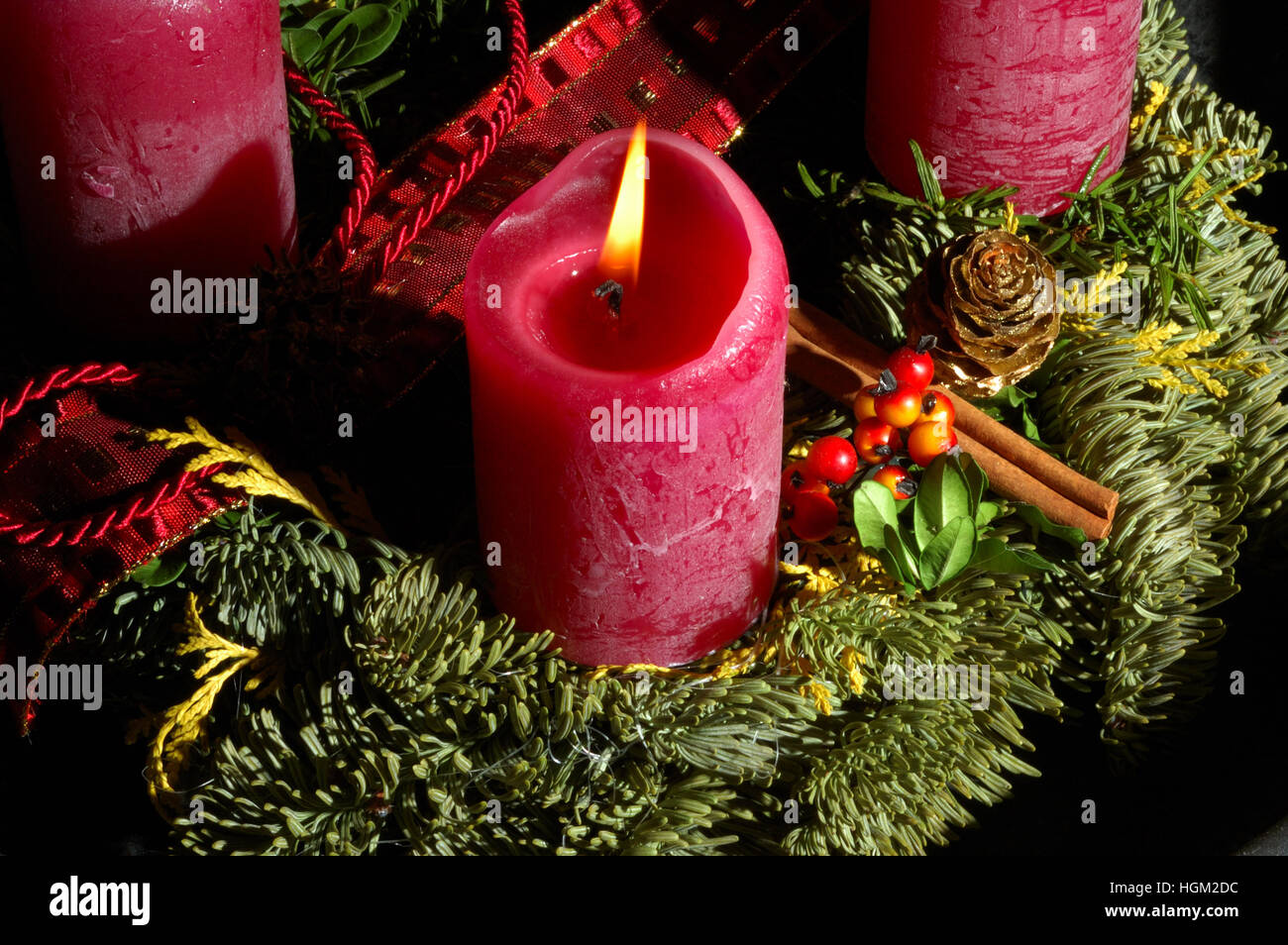 Lighted Christmas candle in a decorated evergreen wreath Stock Photo ...