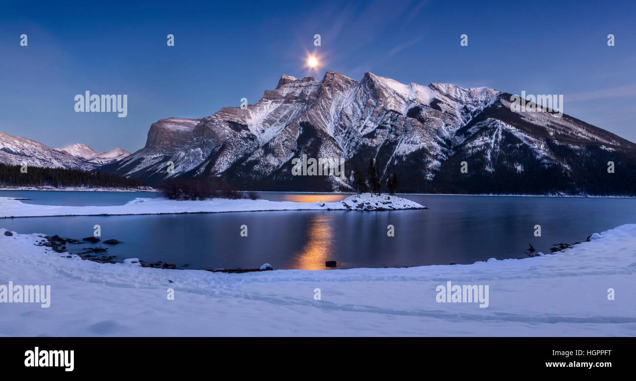 full-moon-over-lake-minnewanka-in-banff-