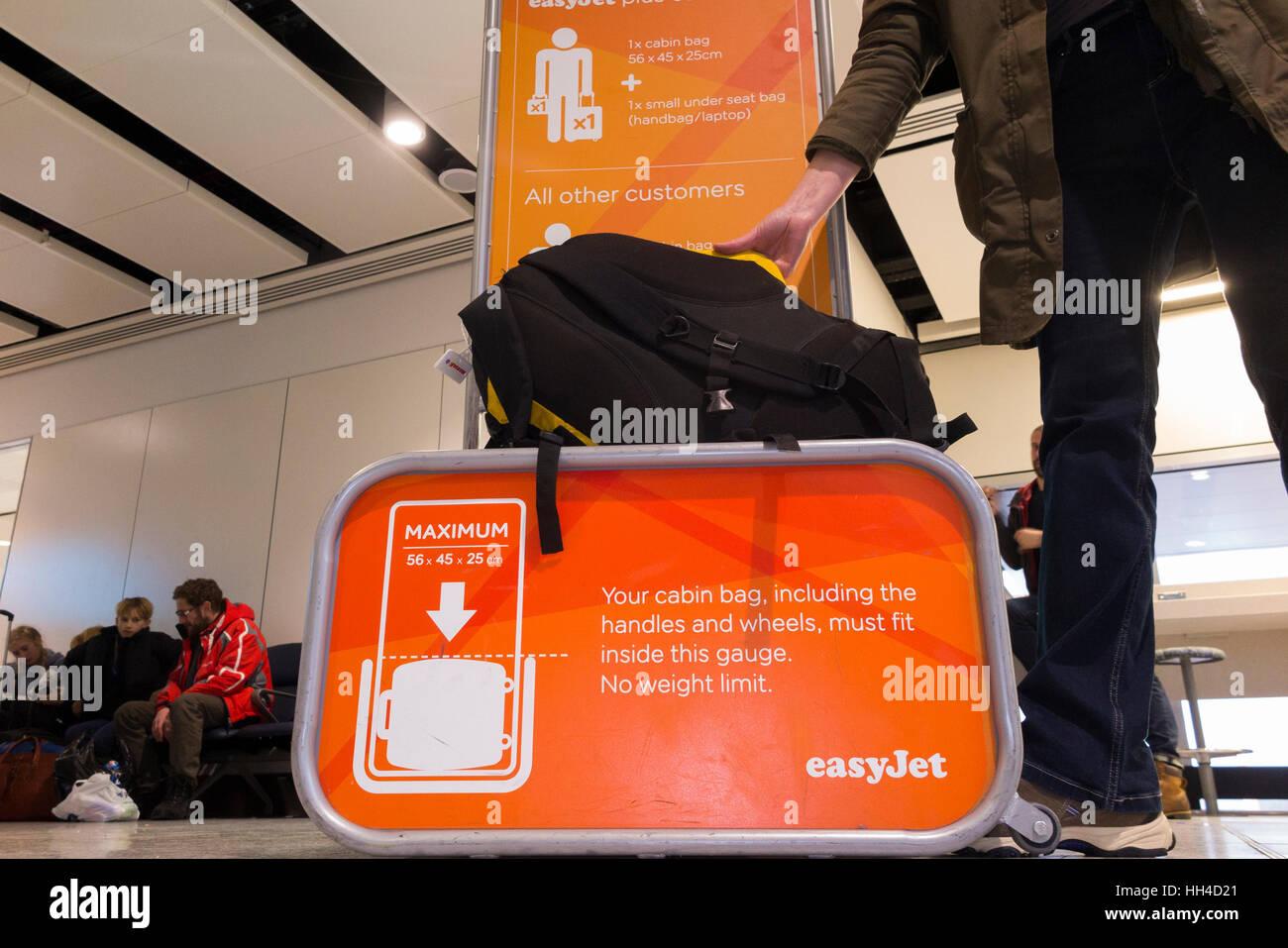 bag baggage size frame cage tester measure dimensions of passenger stock photo 131019785 alamy. Black Bedroom Furniture Sets. Home Design Ideas