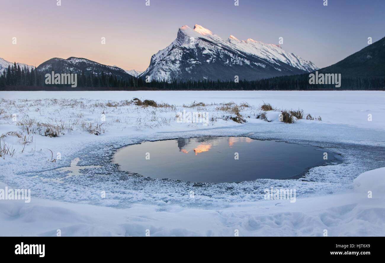 vermilion-lakes-distant-rundle-mountain-
