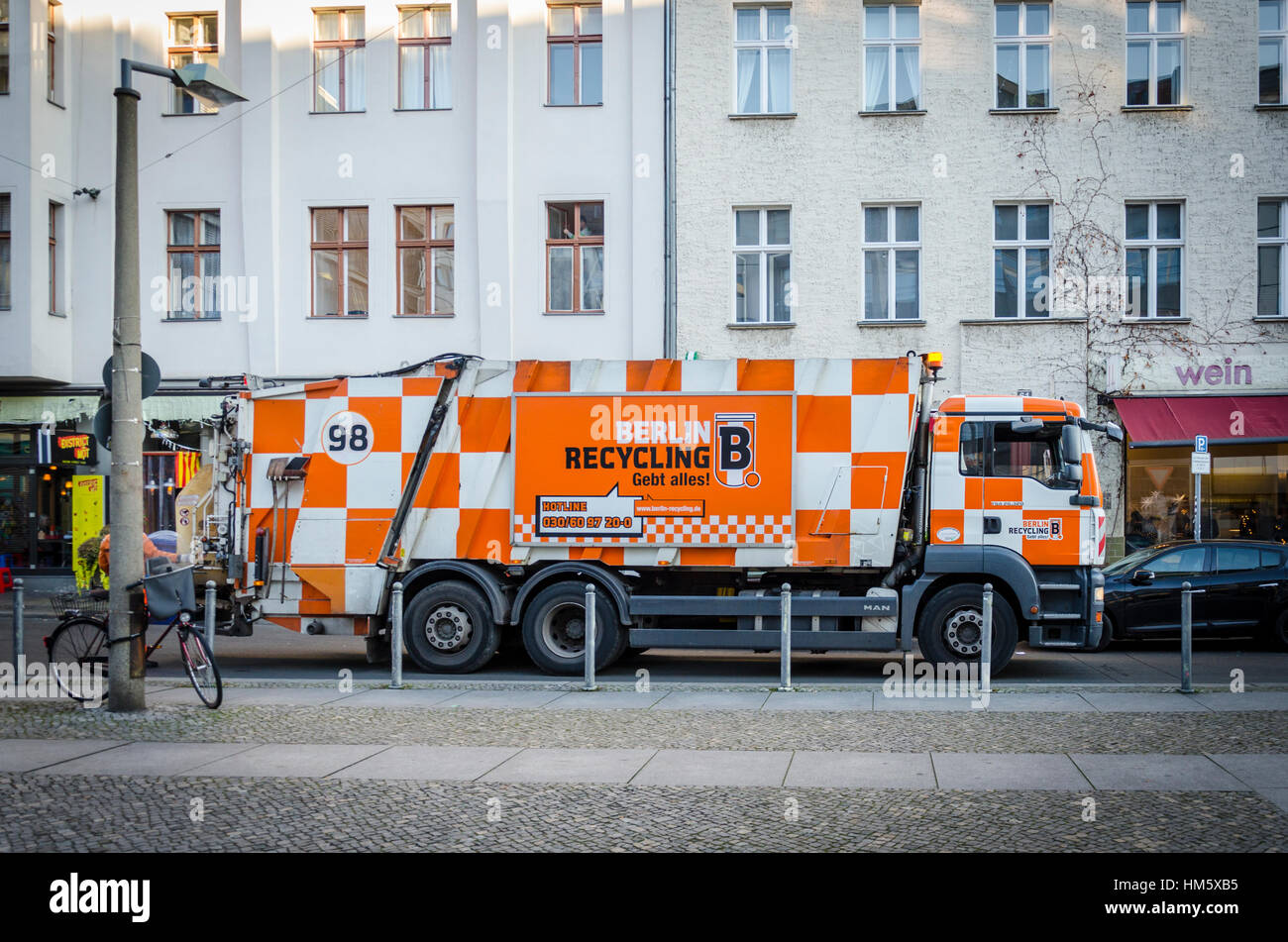Recycling collection bin lorry, Berlin, Germany - Stock Image