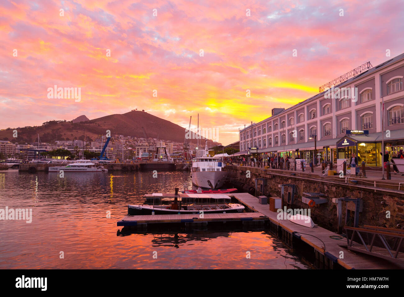 cape-town-sunset-over-the-victoria-alfre