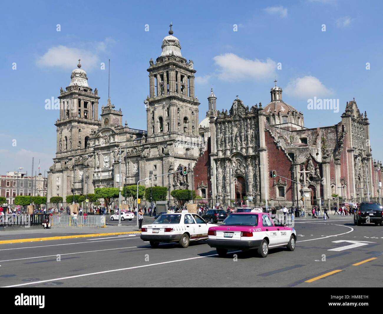 Cathedral Metropolitan de la Ciudad de México, and street scene in front with CDMX taxi cab. Mexico City, Mexico - Stock Image