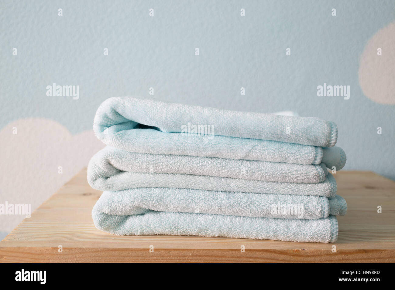 Towels on the shelf in the bathroom Stock Photo: 133584849 - Alamy