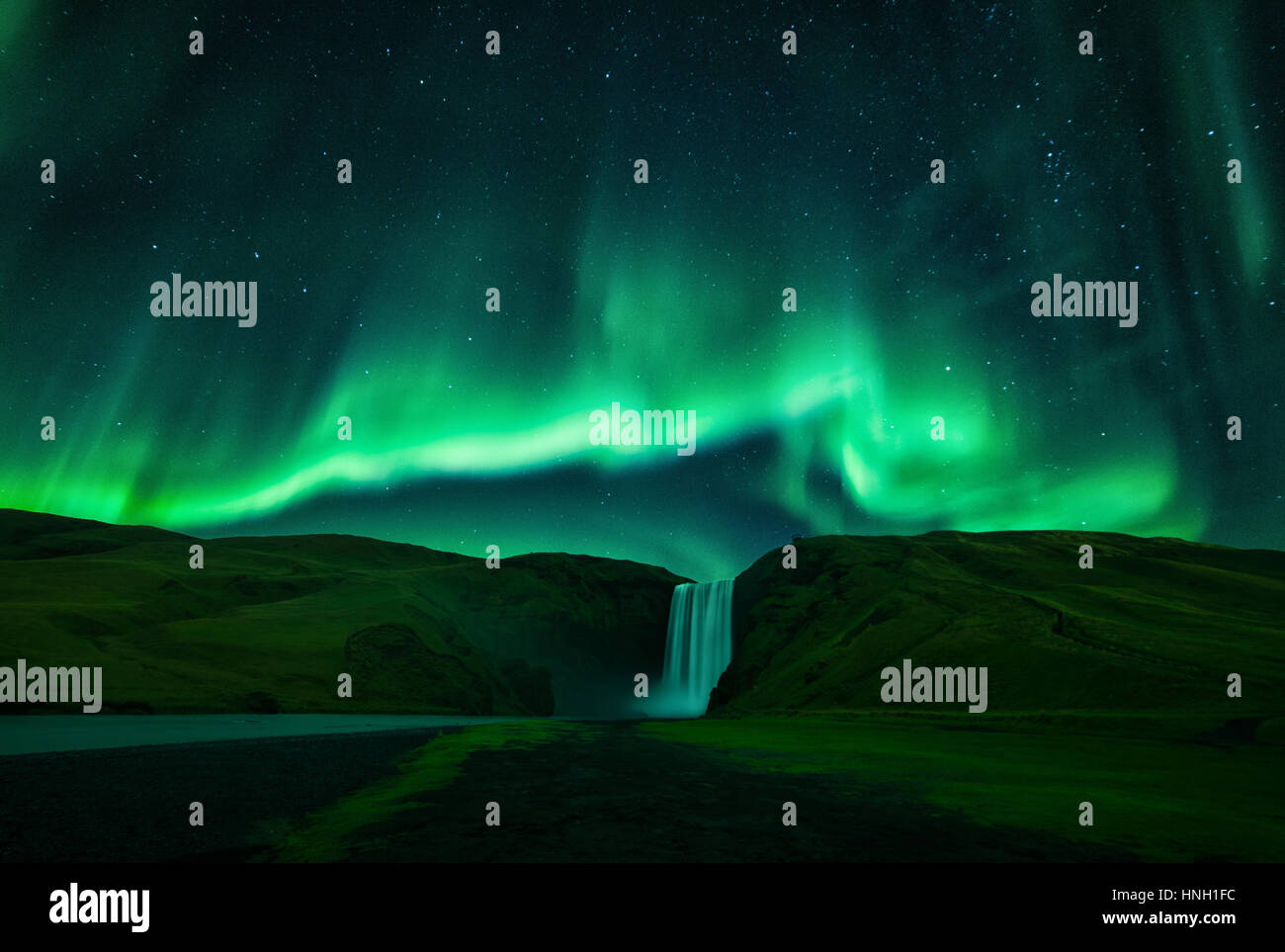 the-northern-lights-aurora-borealis-ligh